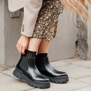 NWT & Other Stories Chunky Leather Chelsea Boots
